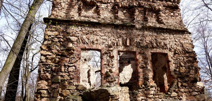 Radziwiłłówka: Romantyczne wzgórze z ruinami i jaskinią!